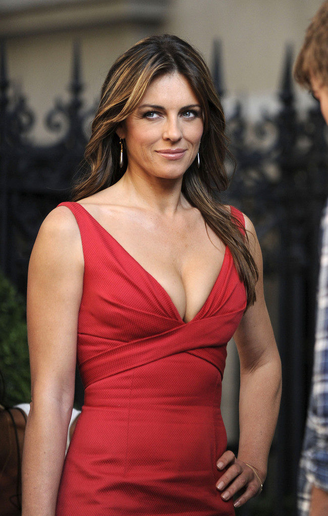 Elizabeth Hurley Muscles Wallpapers