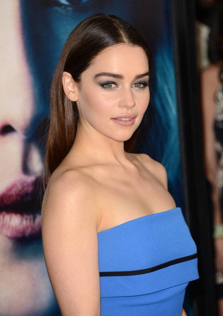 Emilia Clarke Undergaments Photos