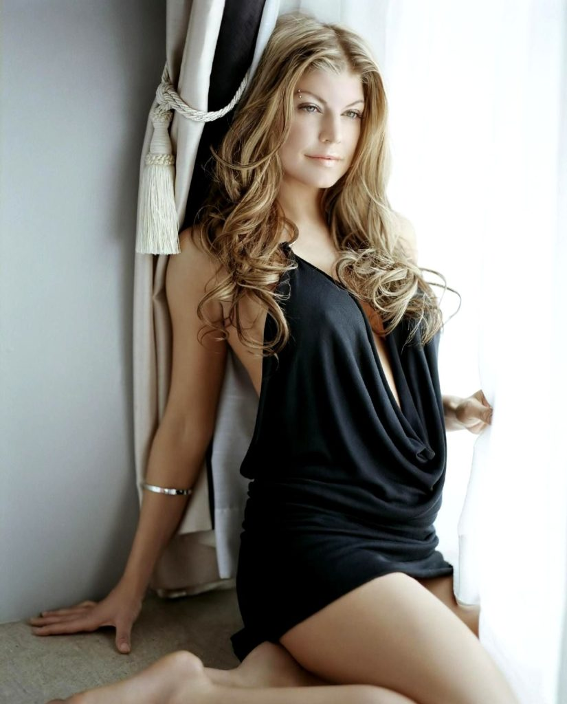 32 Hottest Fergie Bikini Pictures