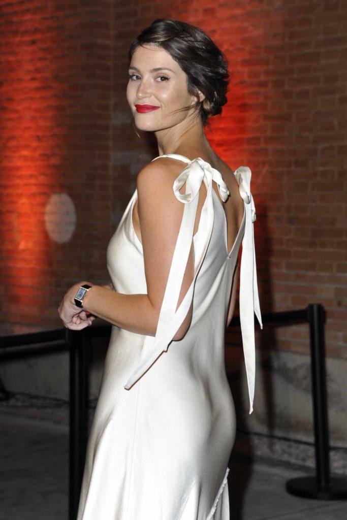 Gemma Arterton Muscles Pics