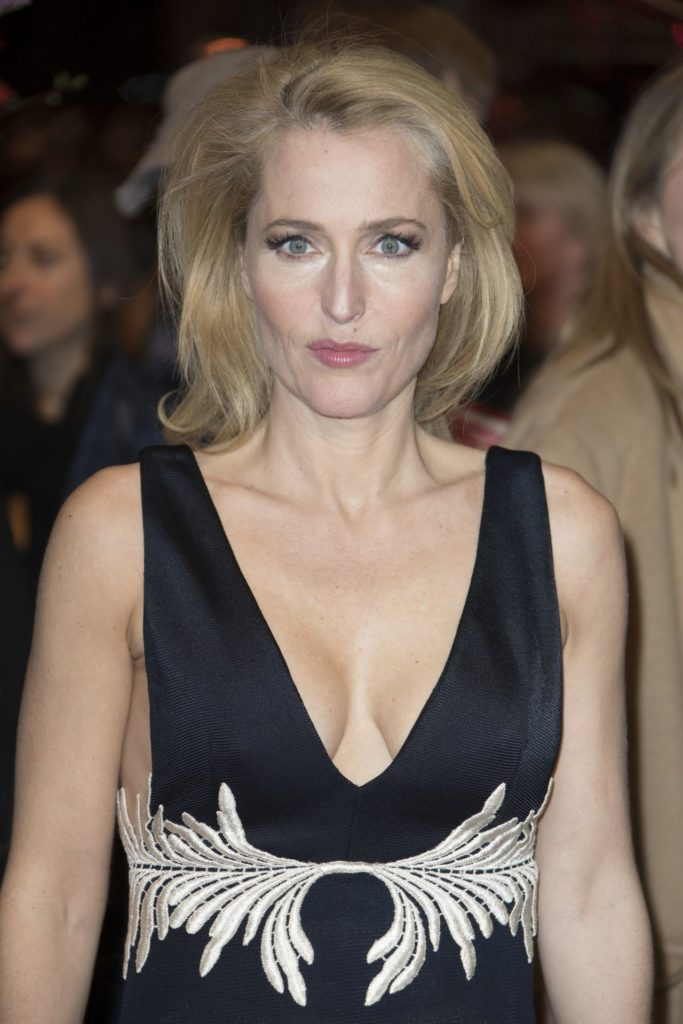 Gillian Anderson Boobs Pics