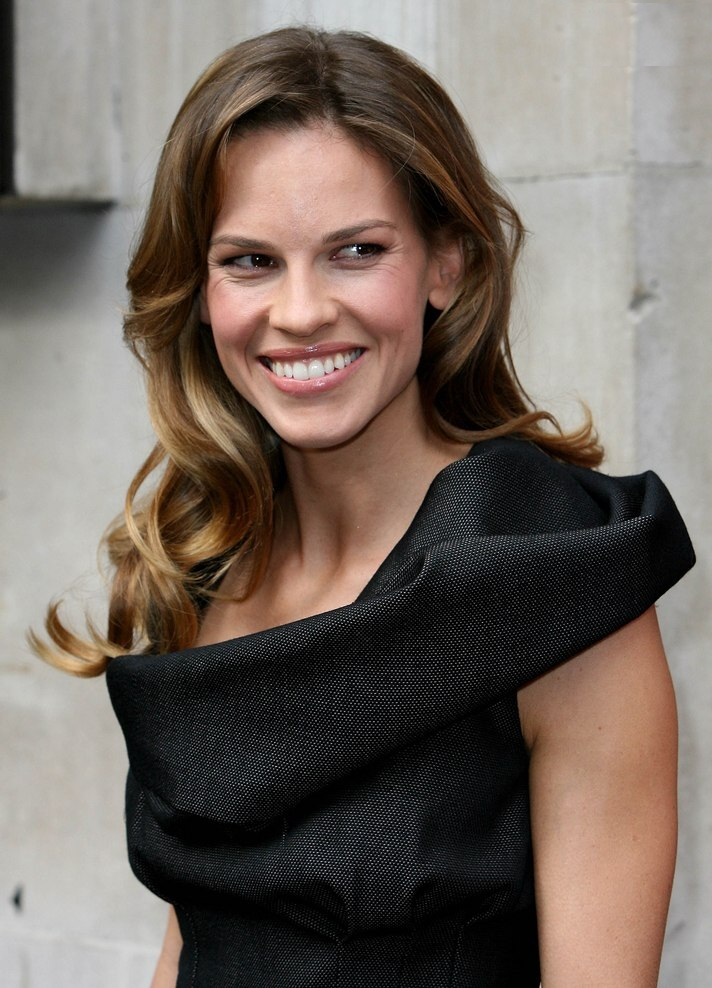 Hilary Swank Cute Smile Wallpapers