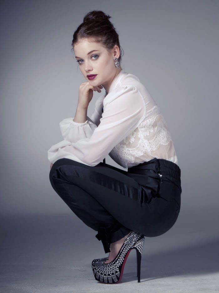 Jane Levy Leggings Images