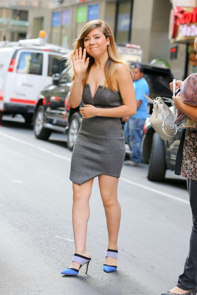 Jennette McCurdy Thigh Images