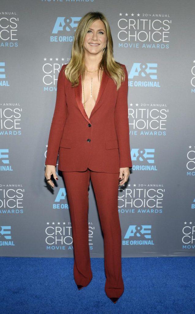 Jennifer Aniston Braless Pics