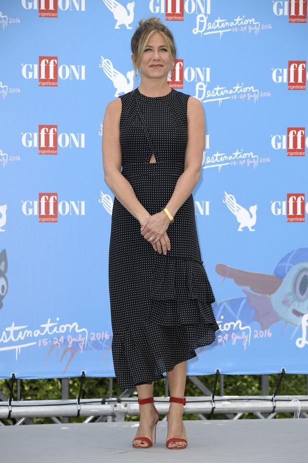 Jennifer Aniston Feet Images