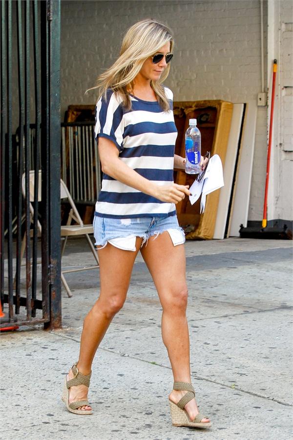 Jennifer Aniston Feet Photos