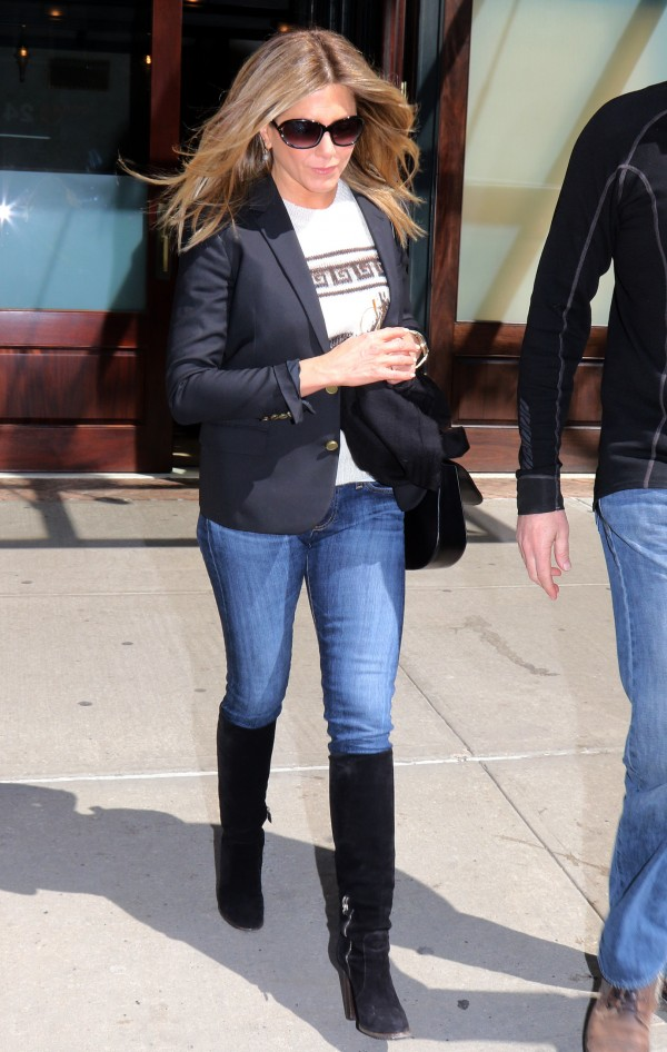 Jennifer Aniston Jeans Wallpapers