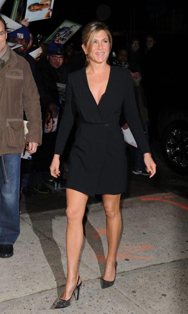Jennifer Aniston Legs Pictures