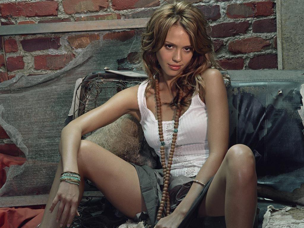 Jessica Alba Yoga Pants Pictures