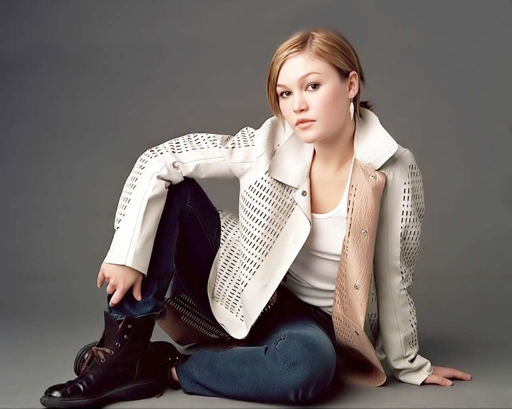 Julia Stiles Jeans Photos