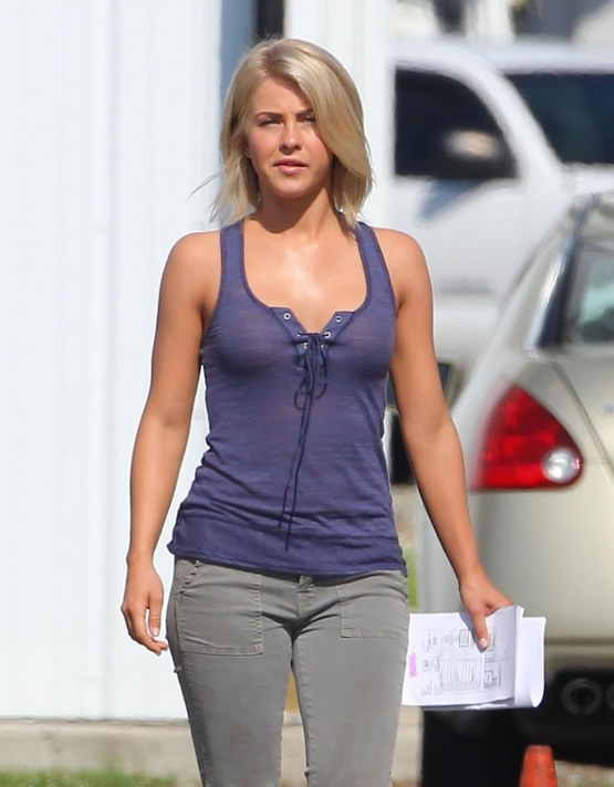 Julianne Hough Leggings Pictures