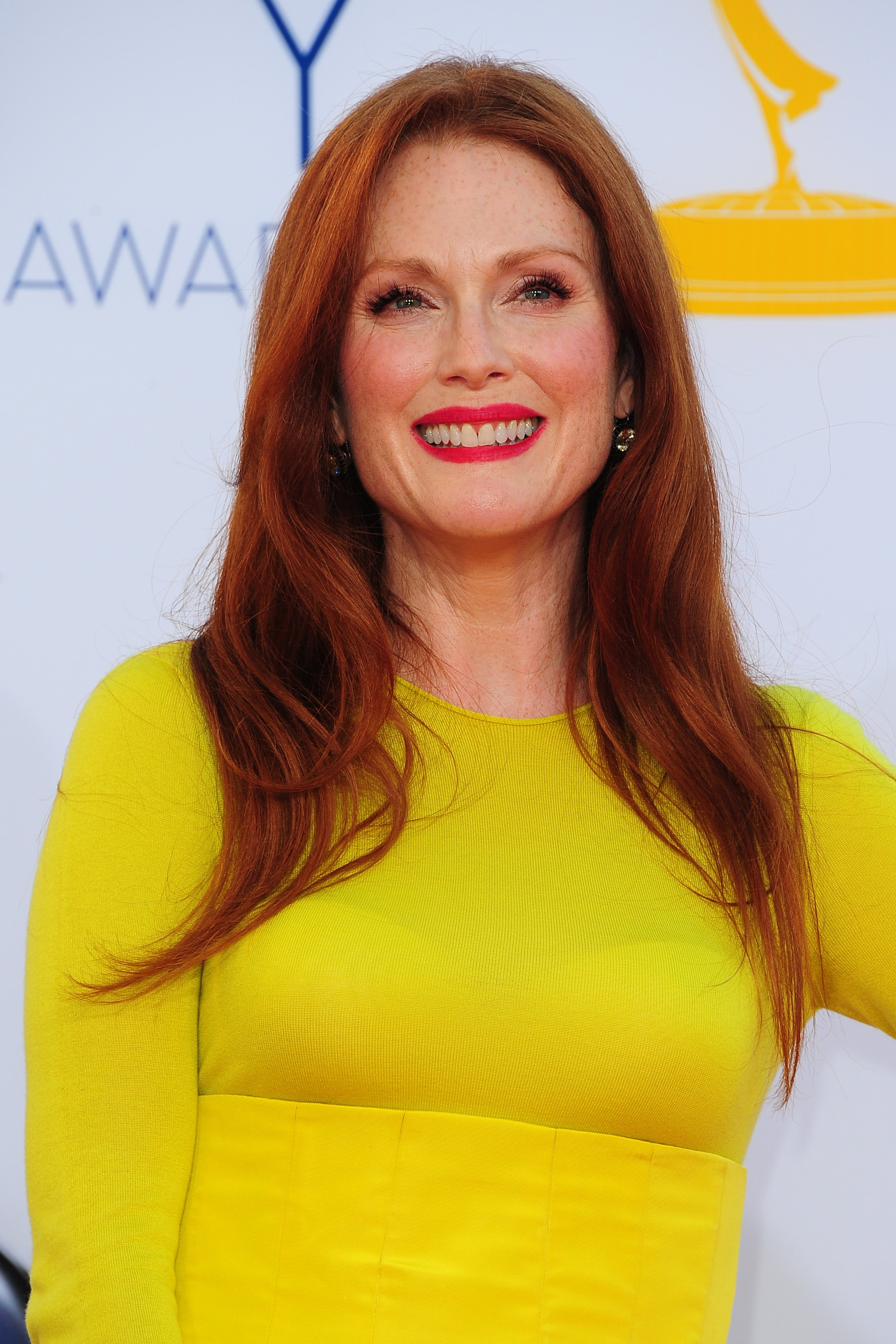 35 Hottest Julianne Moore Sexy Pictures – Amber Waves In ...
