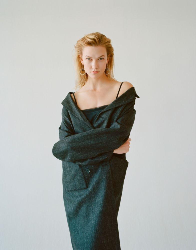 Karlie Kloss Braless Photos