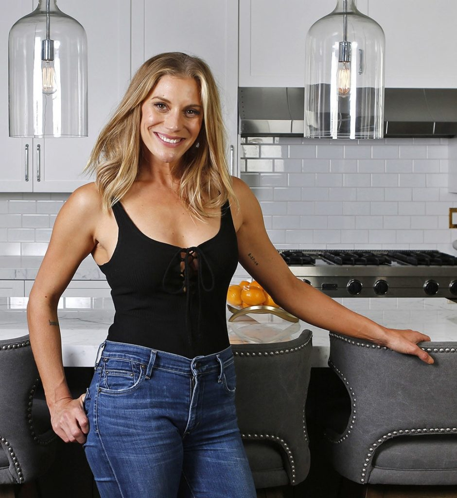 Katee Sackhoff Jeans Wallpapers