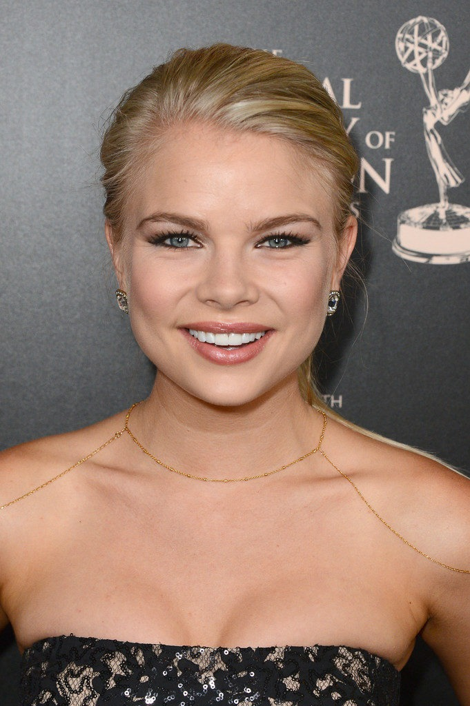 Kelli Goss Toless Photos