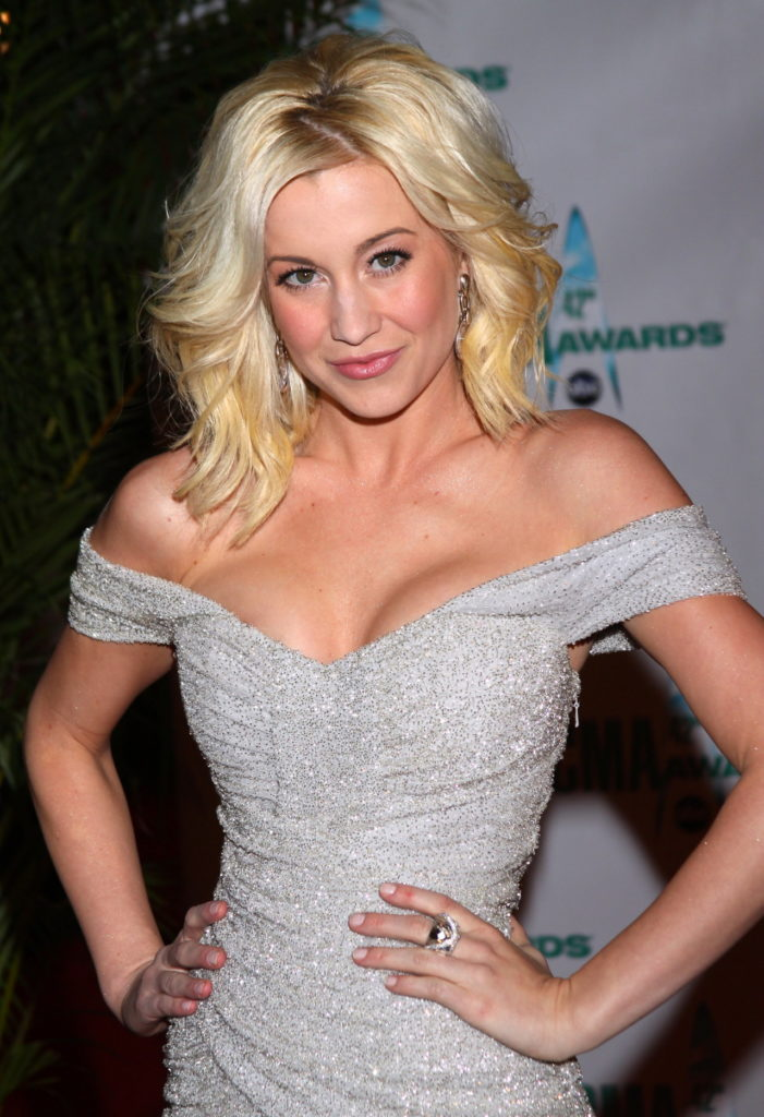 Kellie Pickler Without bra Photos