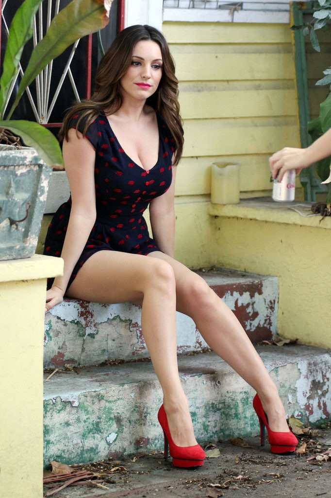 Kelly Brook Swimsuit Images
