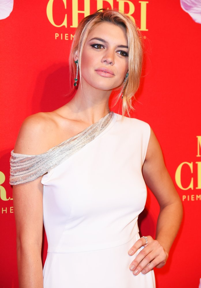 Kelly Rohrbach Hair Style Images