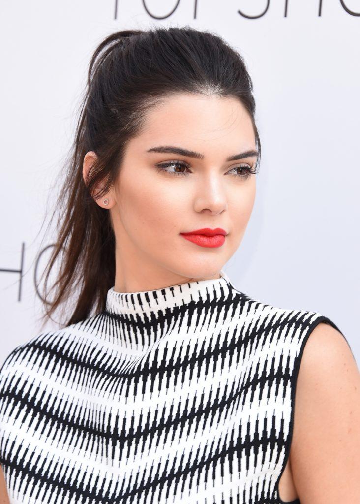 Kendall Jenner Maeup Pics
