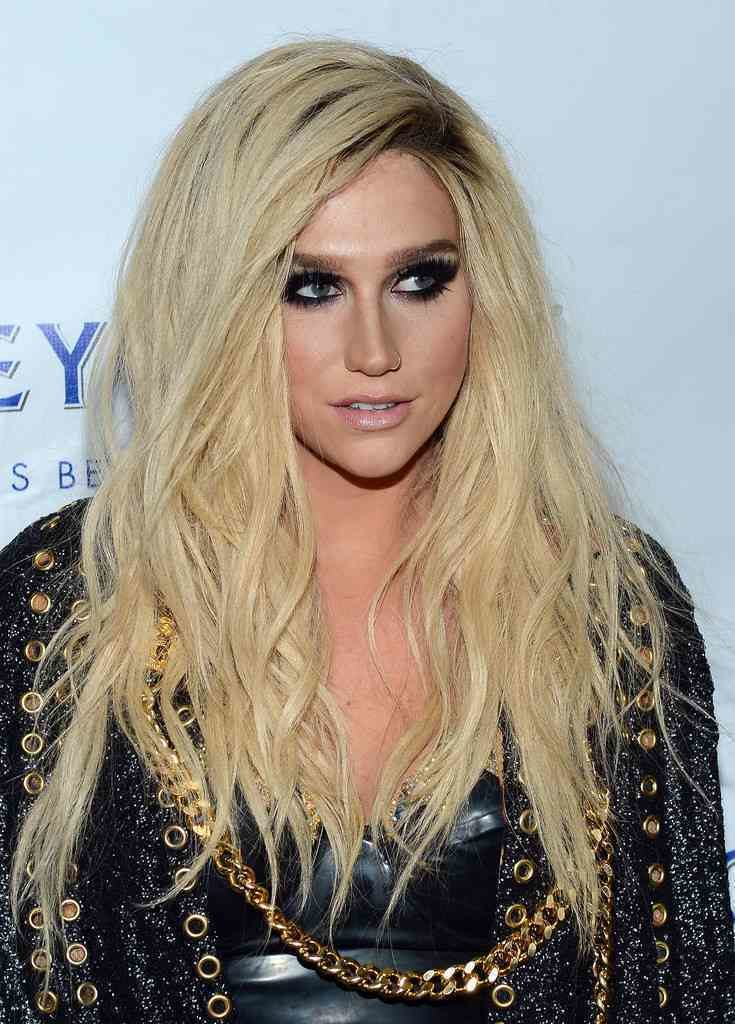 Kesha Braless Photos