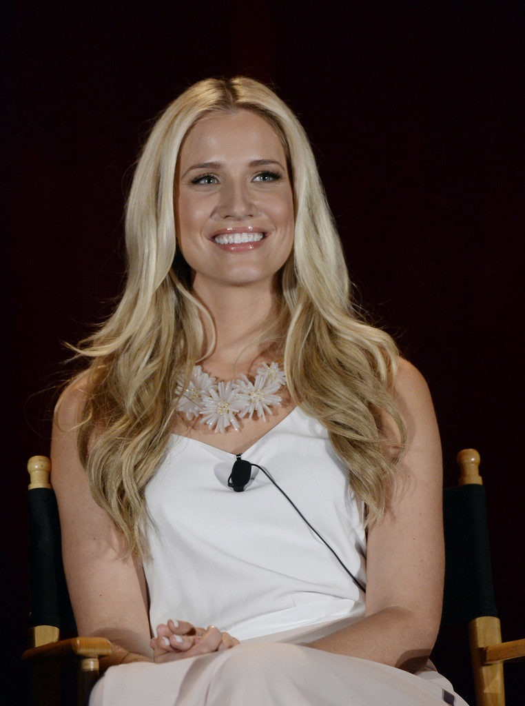 Kristine Leahy Smile Wallpaper At Event