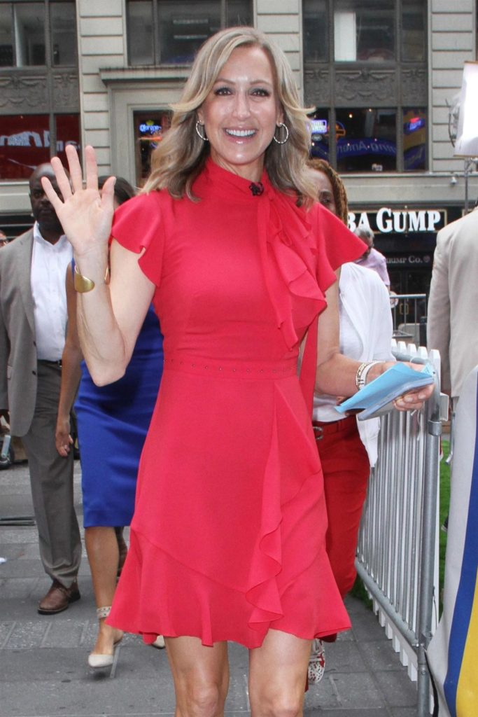 Lara Spencer Thigh Photos