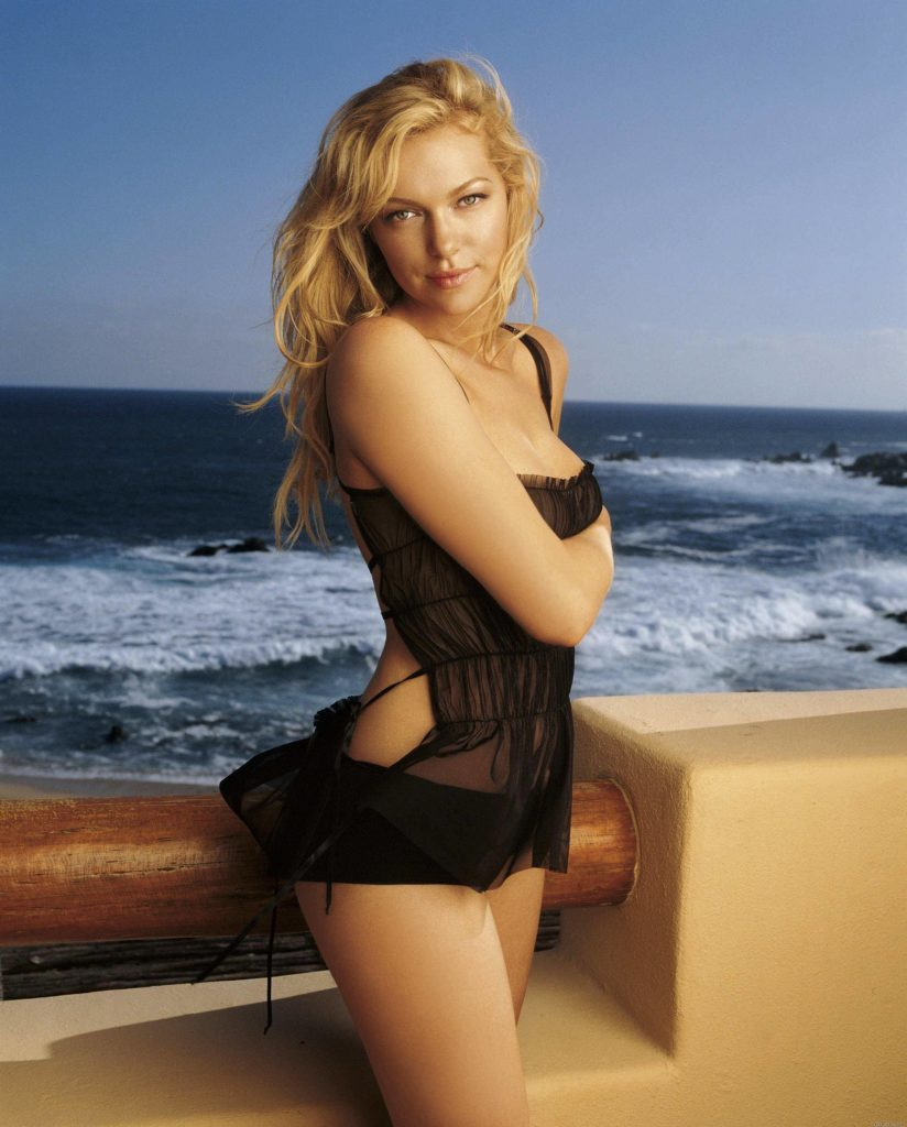 Laura Prepon Bikini Wallpapers
