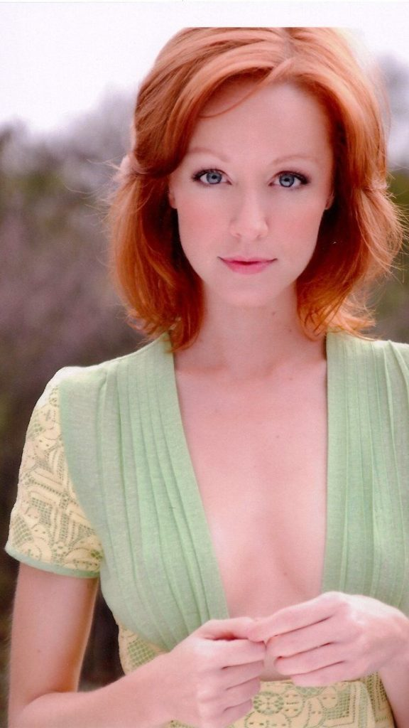 Lindy Booth Boobs Photos