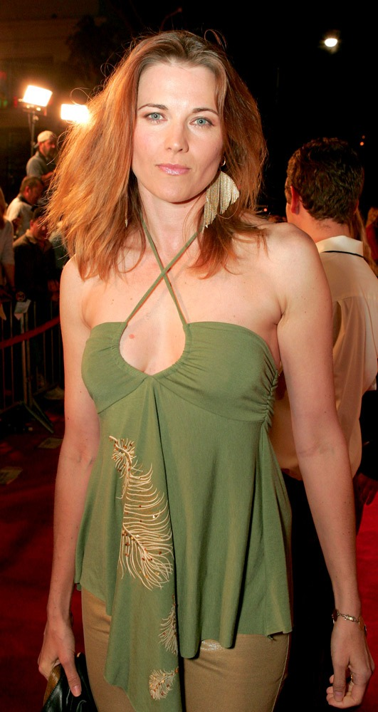 Lucy Lawless Bathing Suit Images