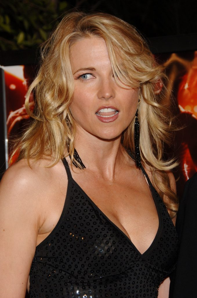 Lucy Lawless Boobs Photos