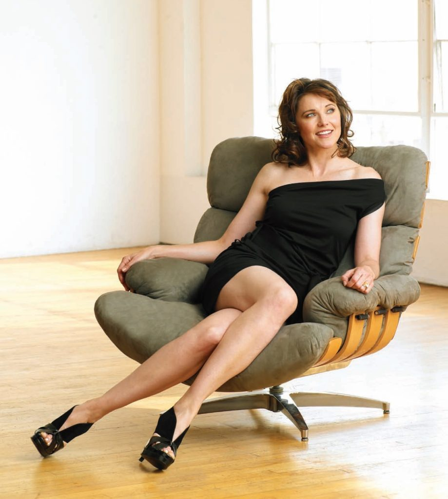 Lucy Lawless Legs Wallpapers
