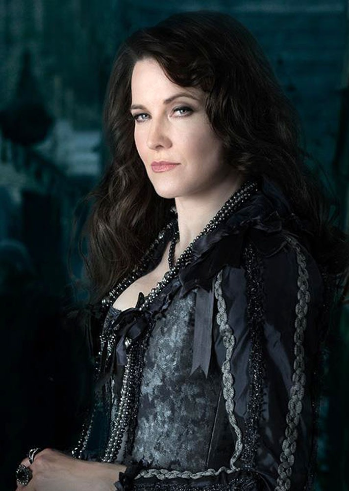 Lucy Lawless Lingerie Pics