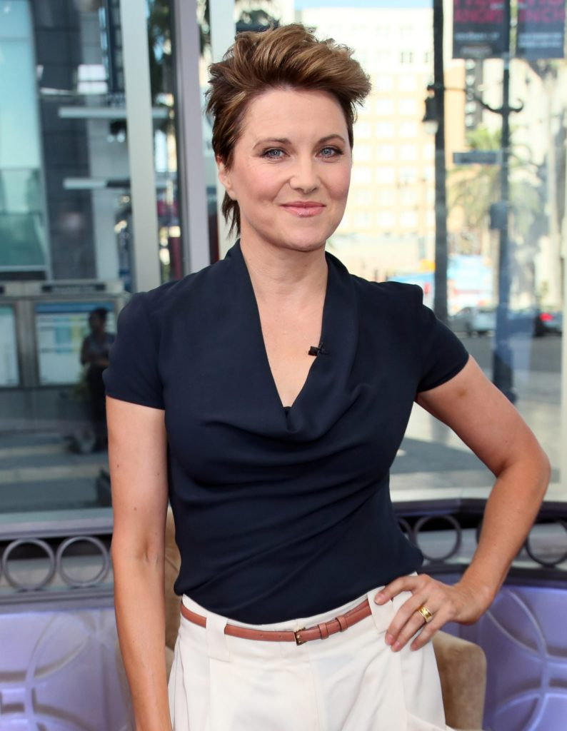 Lucy Lawless Short Hair Style Pictures