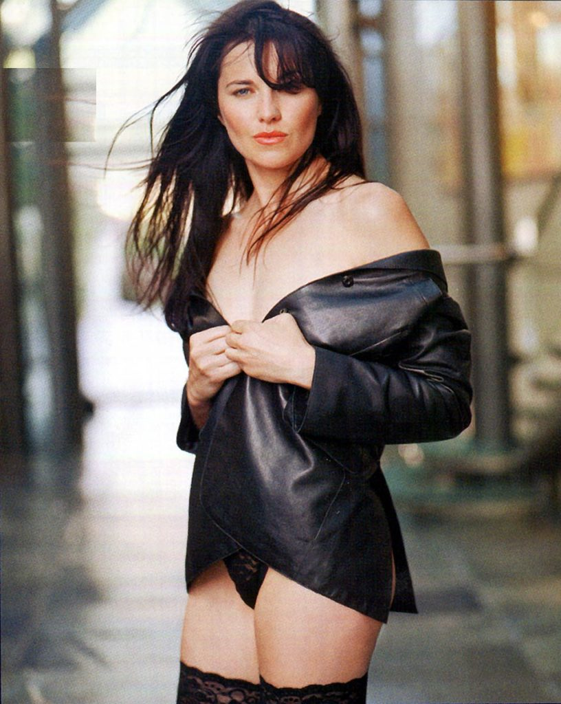Lucy Lawless Yoga Pants Images