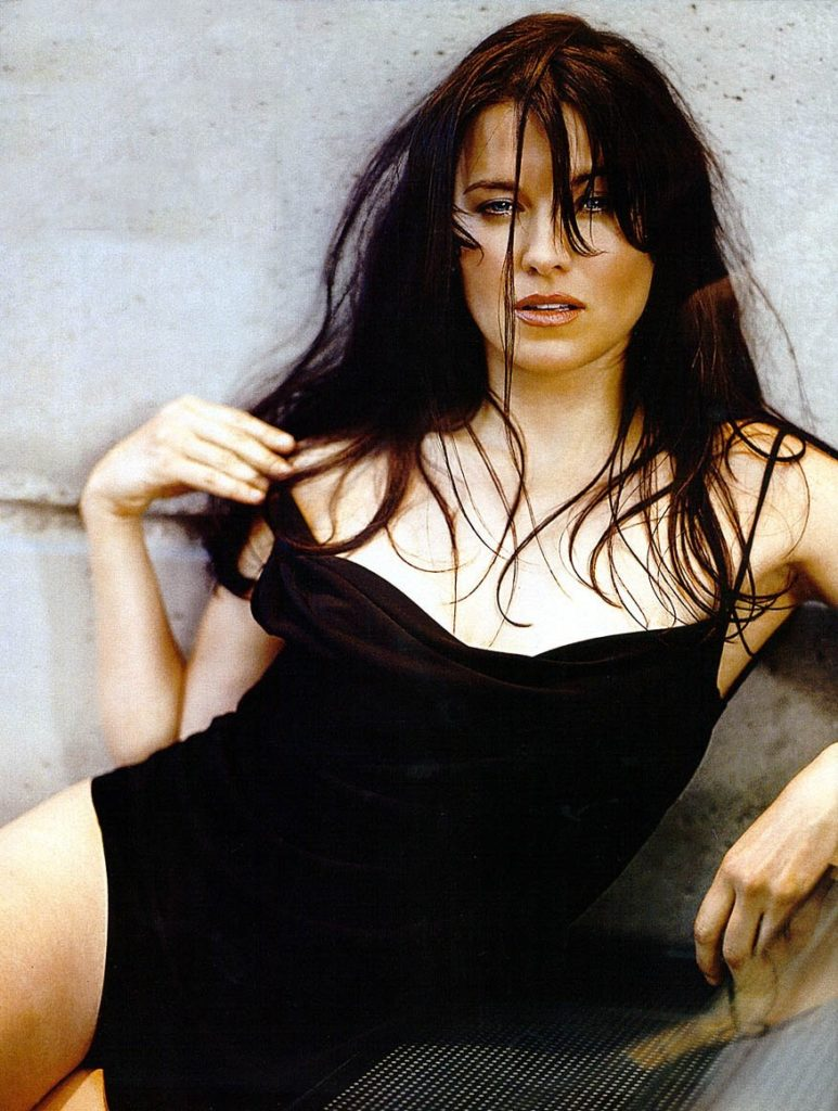 Lucy Lawless Yoga Pants Photos
