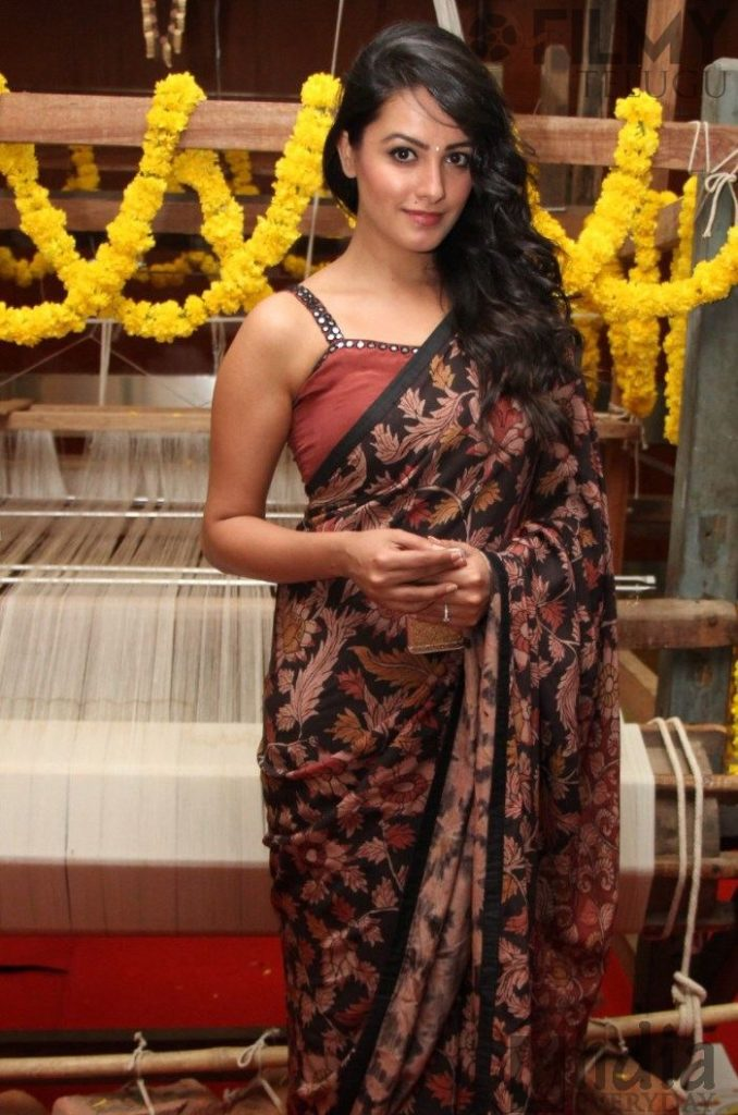 Anita Hassanandani Wallpapers In Saree