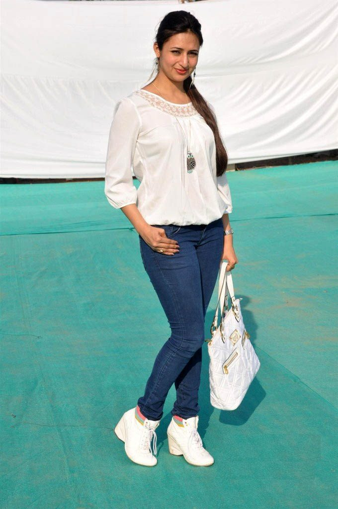 Divyanka Tripathi Images In Jeans Top