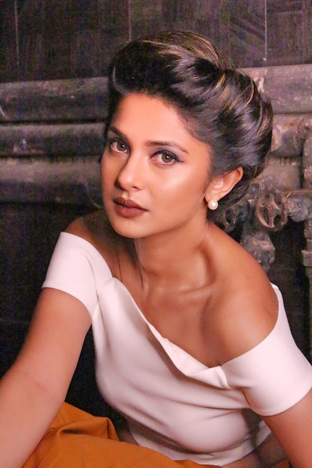Jennifer Winget Hot Cleavage Pics