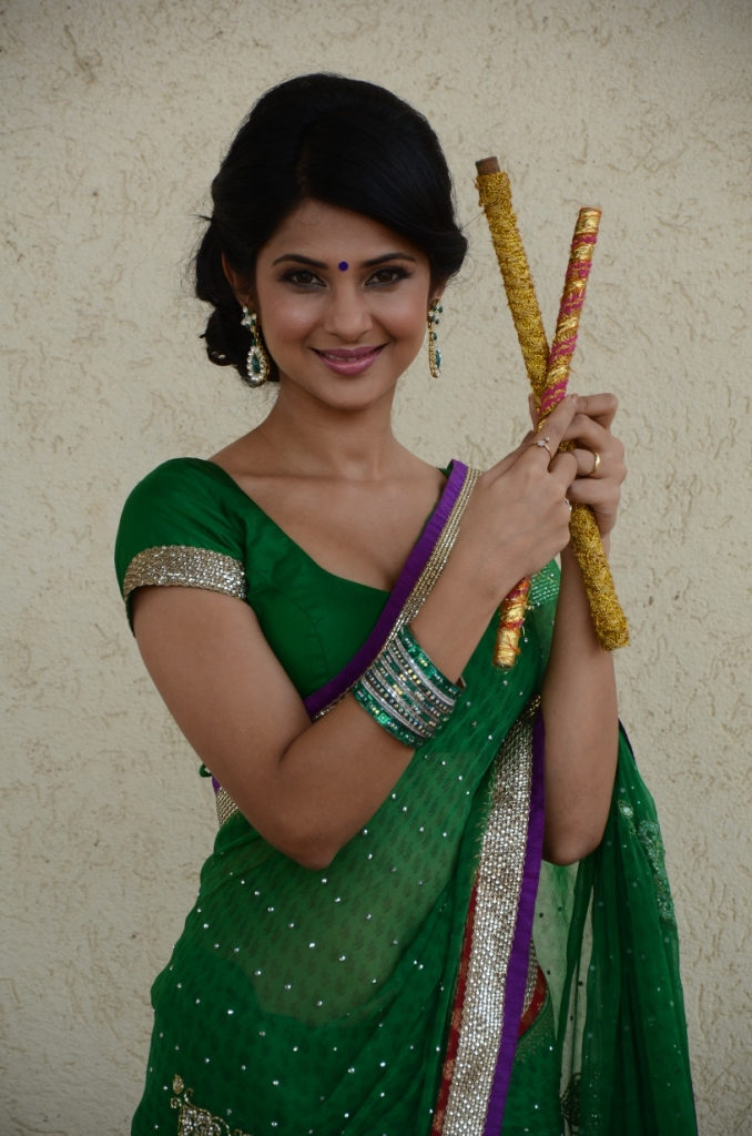 Jennifer Winget Wallpapers In Saree