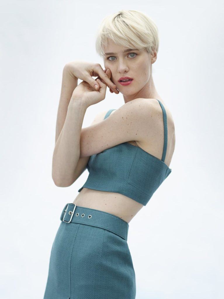 Mackenzie Davis Bra Photos