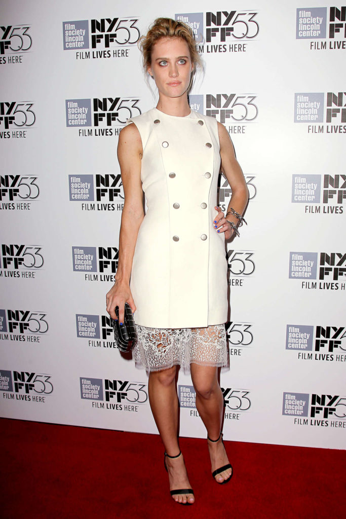 Mackenzie Davis Feet Photos
