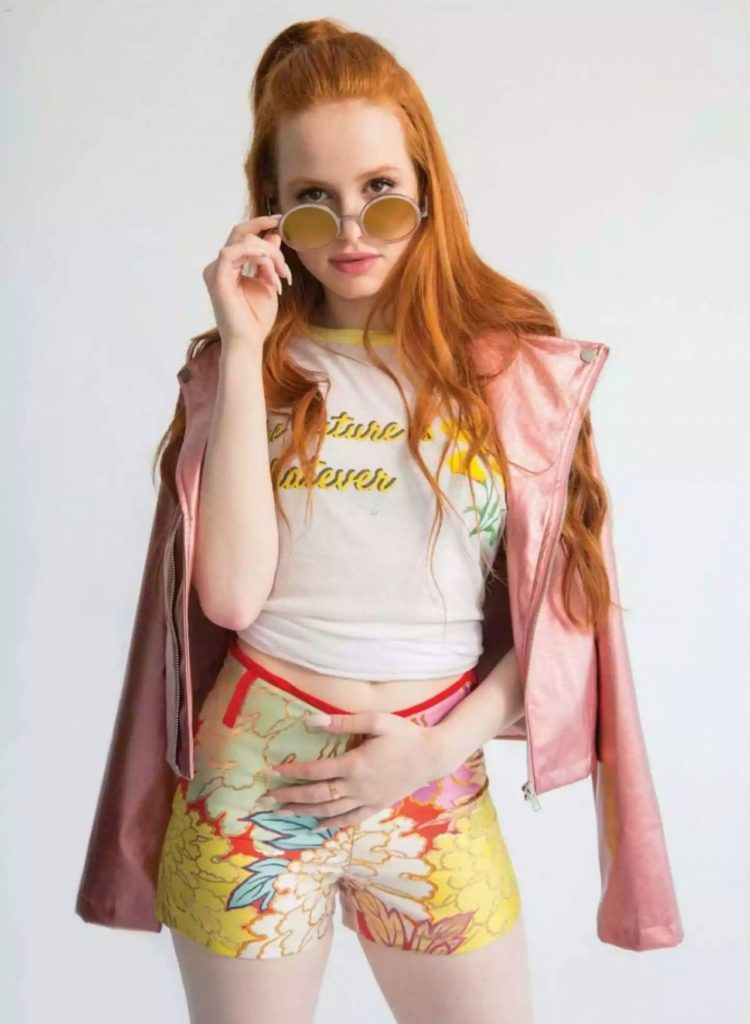 Madelaine Petsch Shorts Wallpapers