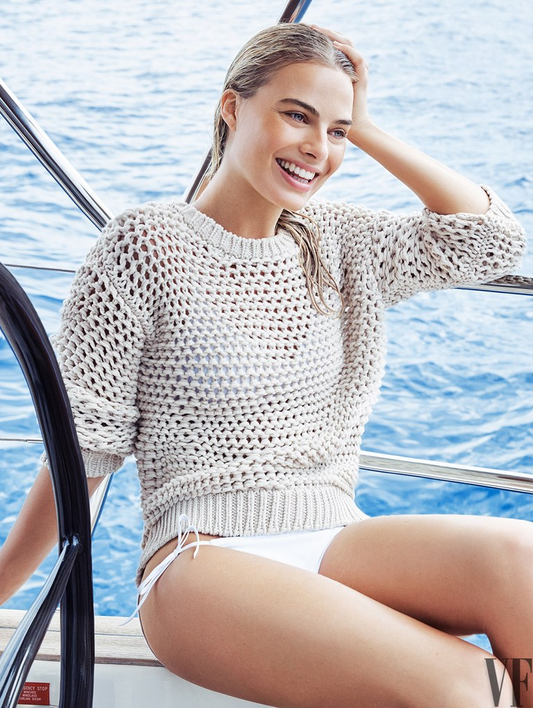 Margot Robbie Bikini Photos