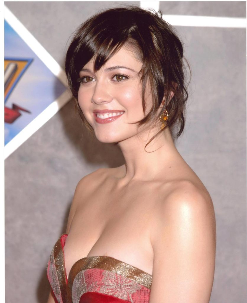 Mary Elizabeth Winstead Smiling Photos