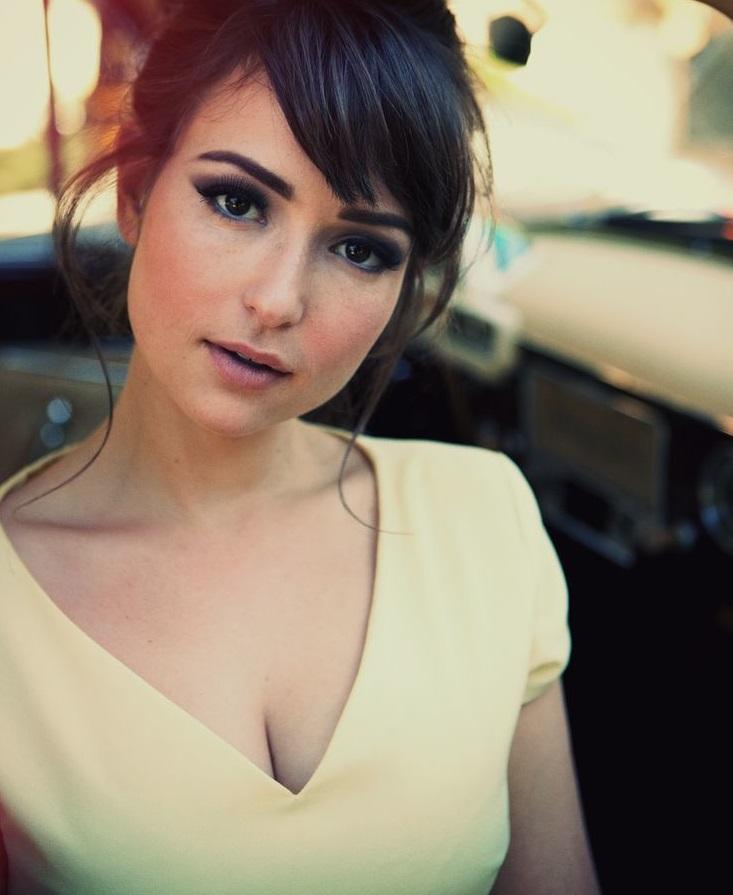 Milana Vayntrub Photos