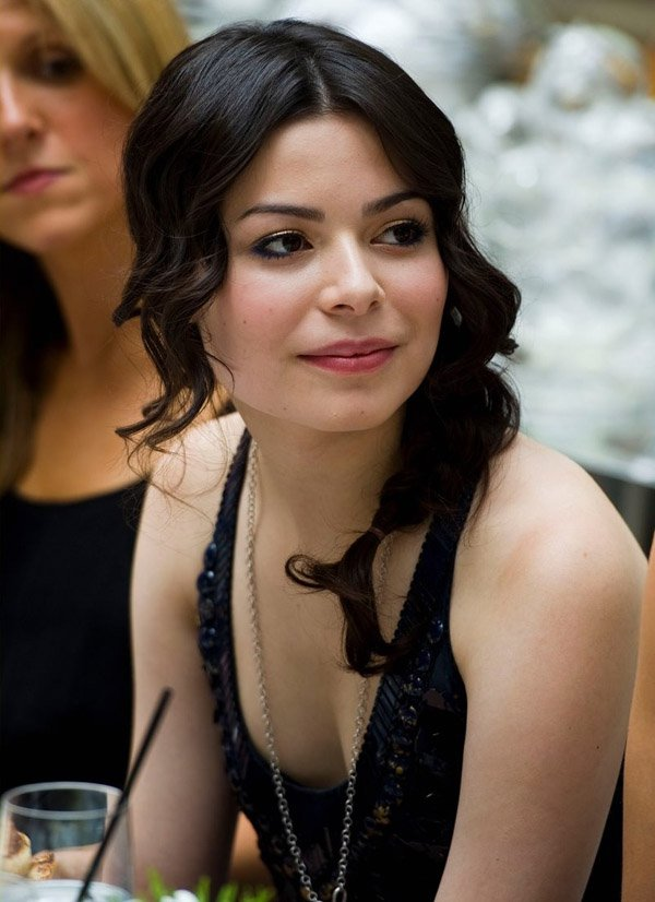Miranda Cosgrove New Look Photos