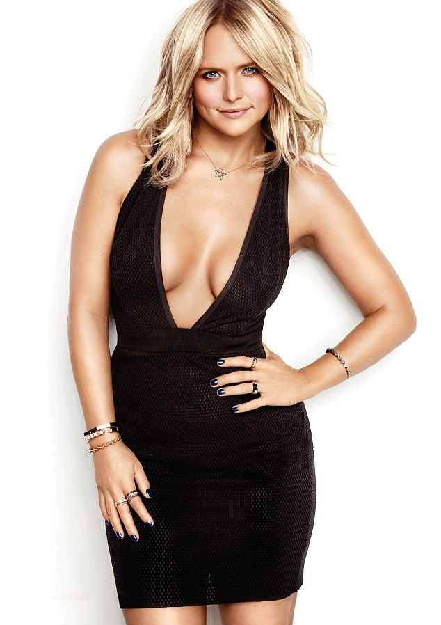 Miranda Lambert Cleavage Pictures