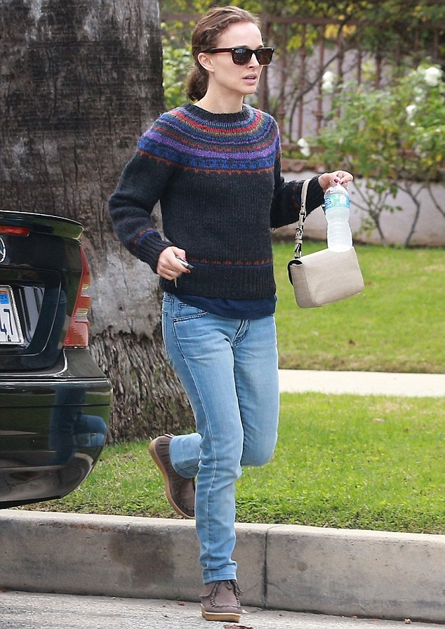 Natalie Portman Pics In Jeans Top