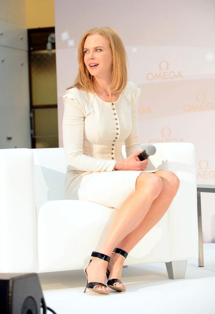 Nicole Kidman Sexy Legs Pics